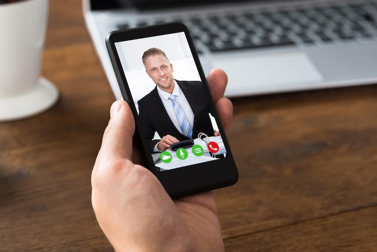 Shutterstock 323336333 in Die besten Berater, die per Video-Beratung erreichbar sind