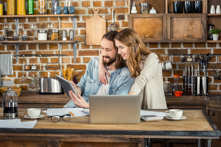 Shutterstock 602500631 in Homeoffice:Der richtige Versicherungsschutz für Laptop und Co.