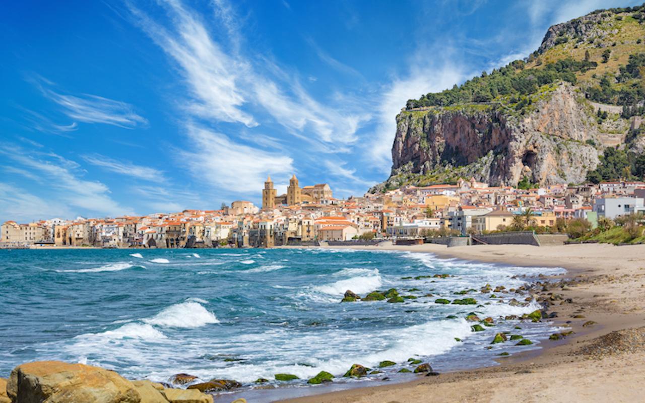 Shutterstock 1395391679 in Reisewarnung für 31 Länder aufgehoben- Wo Urlaub wieder möglich ist