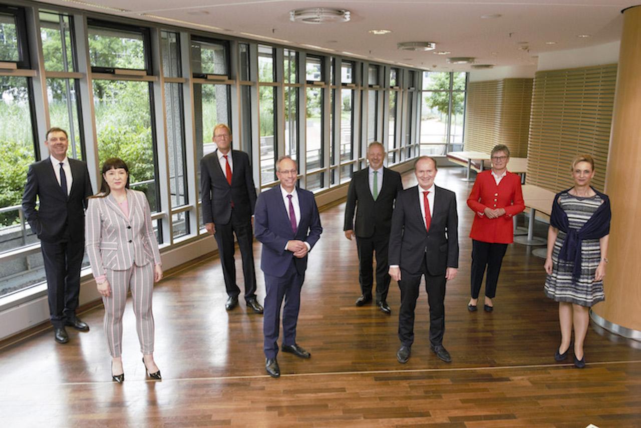 Pressebild-Provinzg-unterzeichnet in Unter Dach und Fach: Provinzial Nordwest und Provinzial Rheinland besiegeln Fusion