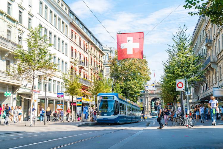 Zuerich-klein in Deutsche Finance konzentriert institutionellen Vertrieb in der Schweiz