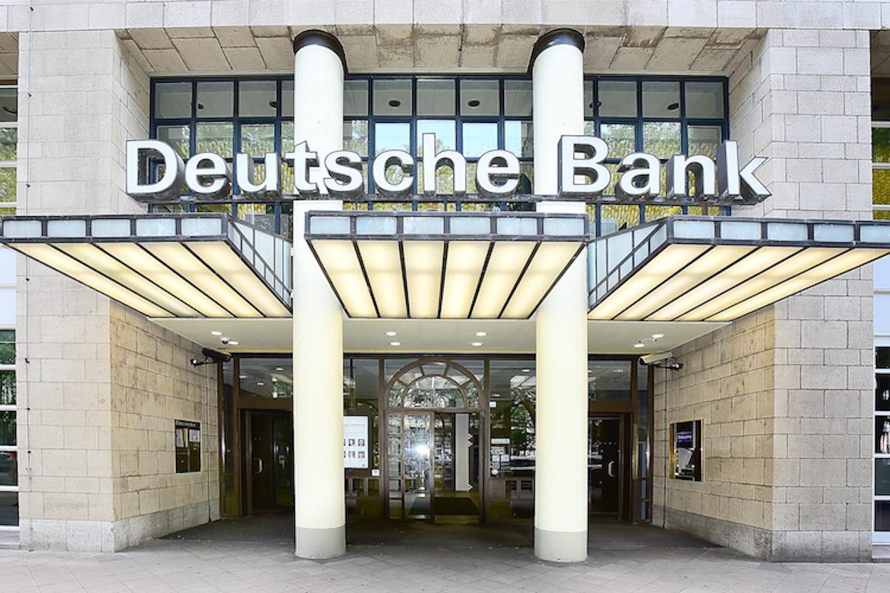 Shutterstock 1102551134 in Zehntausende Kunden der Deutschen Bank bedienen ihre Kredite nicht
