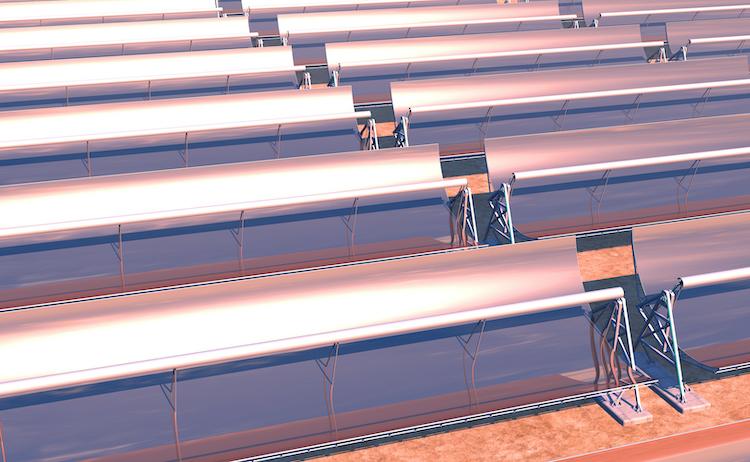 Solaranlage-Parabolspiegel-shutterstock 265587545 in Talanx investiert 250 Millionen Euro in spanisches Solarprojekt