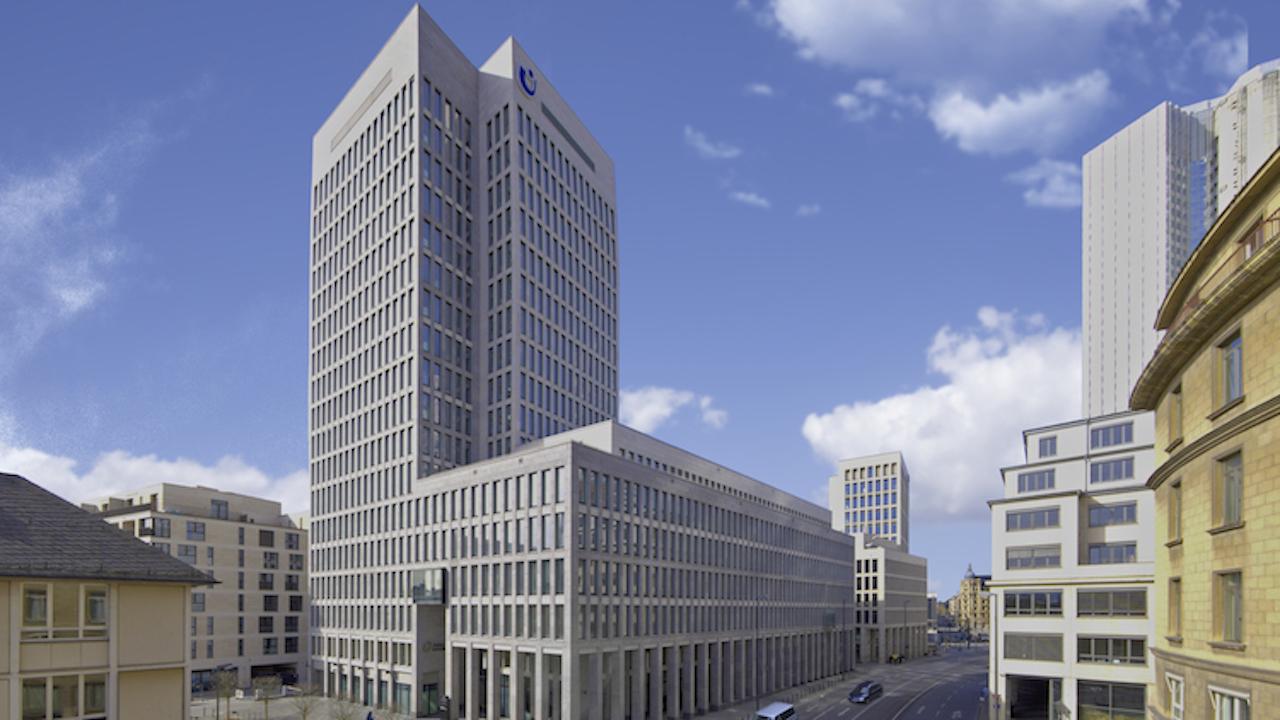 Gebäude der Fondsgesellschaft Union Investment im Herzen Frankfurts