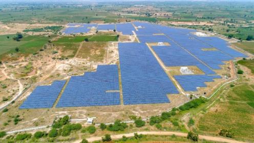 Luftaufnahme eines Solarpark-Projekts von ThomasLloyd in Indien