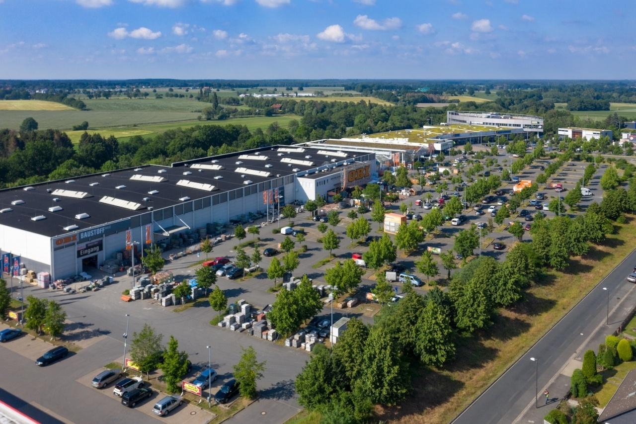 Luftaufnahme des Fachmarktzentrums, das Hahn erworben hat