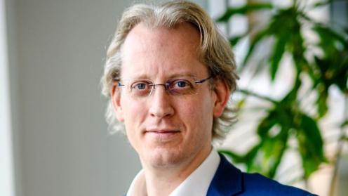 Industria Geschäftsführer Arnaud Ahlborn vor einer Grünpflanze