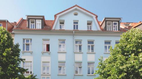 Hellblaues Mehrfamilienhaus in Erfurt aus einem vorherigen Primus Valor Fonds