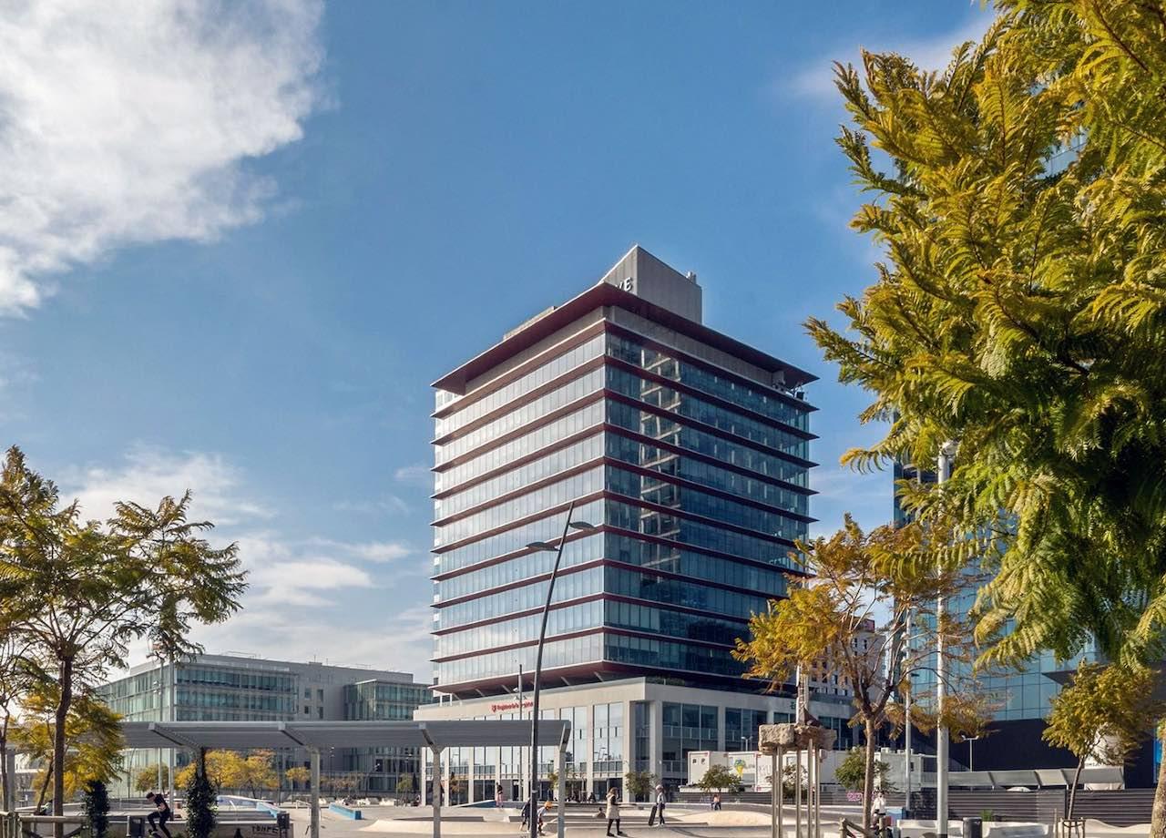 Modernes Bürohochhaus von KGAL