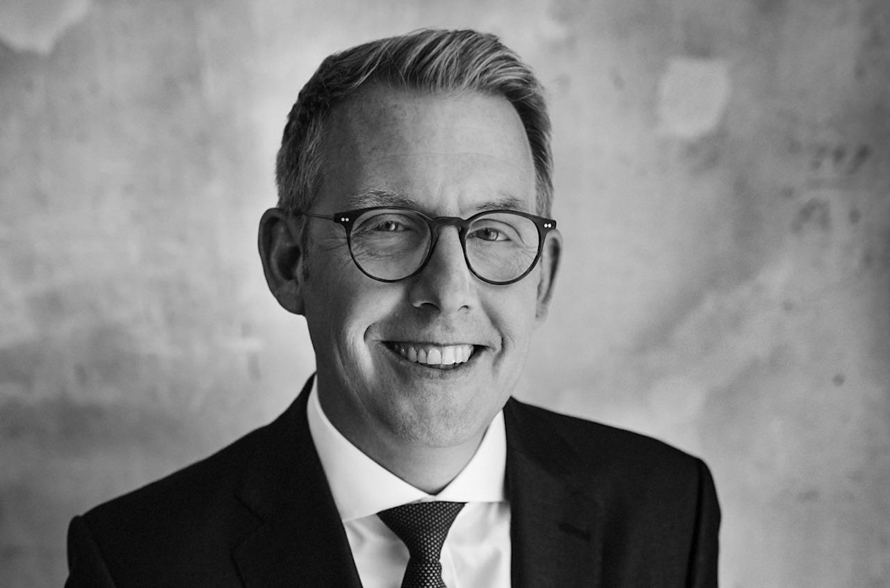 Schwarz-Weiß-Porträt von Five Quarters Mitgründer Perit Bergmann
