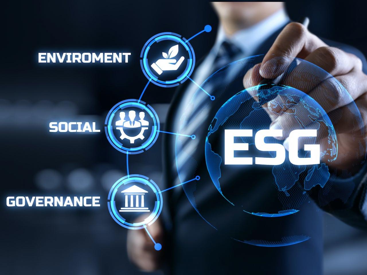 Geschäftsmann hinter dem Kürzel ESG und den Begriffen