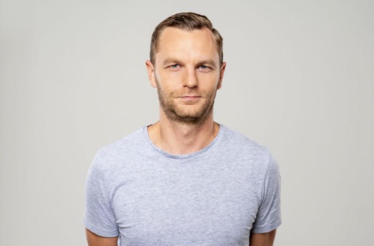 Porträtbild von Mintos CEO Martins Sulte im T-Shirt.