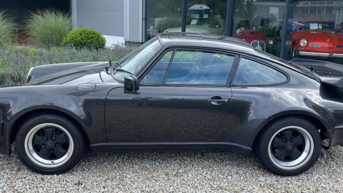 Schwarzer Porsche von Finexity