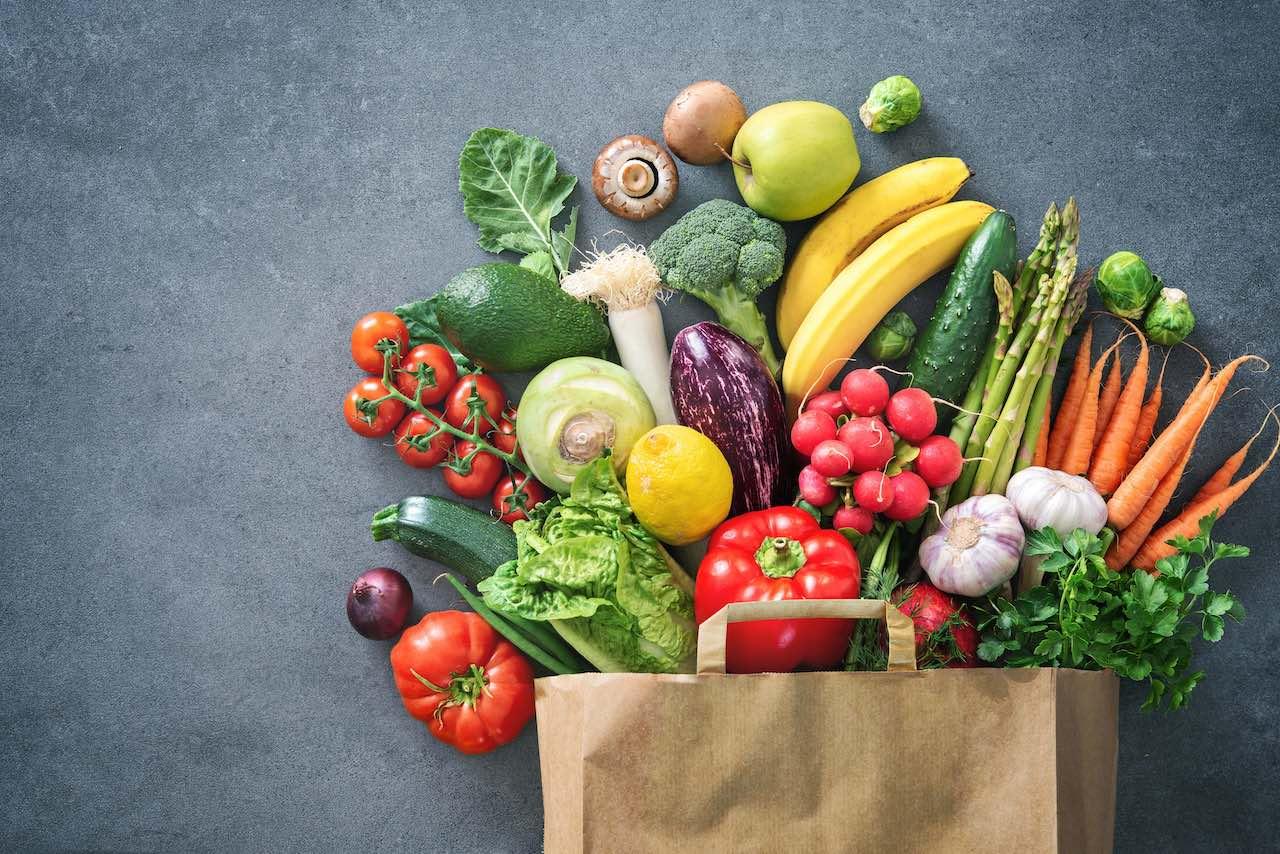 Tüte migt frischem Obst und Gemüse als Symbol für den ILG Fonds