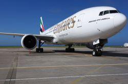 Dr. Peters und Emirates verlängern