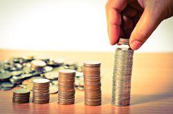 EZB-Geldflut treibt Dax über 12.200 Punkte