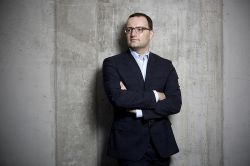 Der nette Jens: Wie der Minister Vertrauen zurückgewinnen will