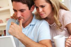 Umfrage: Paare suchen Versicherungen gemeinsam aus