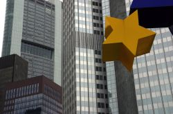 Immer mehr Bankkunden müssen Negativzinsen zahlen