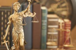 Widerspruch bei Policenmodell: Versicherter trägt Fondsverluste