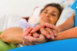 Kassen verlangen zielgenaue Förderung der Pflege am Krankenbett