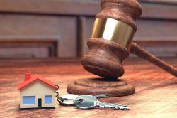 Kann die Ehefrau ein ererbtes Haus immer frei verkaufen?
