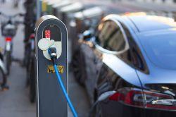 E-Autos: Neue Hürden verhindern Verbreitung