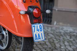 Moped und Mofa: Blaue Kennzeichen ab März ungültig