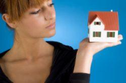 Immobilienkauf: Frauen legen mehr Wert auf gute Anbindung