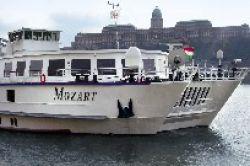 Premicon: Zwei Flusskreuzfahrtschiffe und ein Reiseveranstalter in einem Fonds
