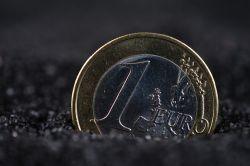 Euro belastet durch starke US-Konjunkturdaten und Griechenland