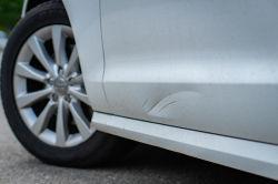 Fahrerflucht bei Parkplatzbeule – das kann teuer werden