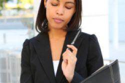Frauen sind beim Versicherungsabschluss anspruchsvoller als Männer
