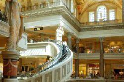 Einzelhandel: Luxusmarken eröffnen meiste Filialen