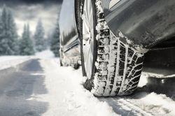 Über 1.000 Unfälle auf Eis und Schnee: So kommen Sie sicher ans Ziel