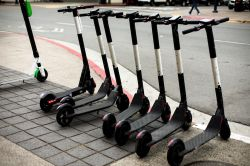 E-Scooter: 75 Prozent fordern die Mitnahme mit ÖPNV