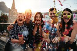 Fasching, Fastnacht, Karneval: Unfallschutz bei Firmenfeiern