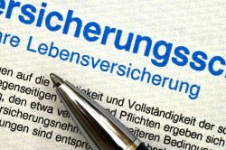 Lebensversicherungen: Interne Abwicklung oder Verkauf?
