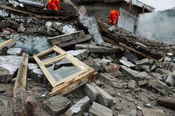 Milliarden-Schäden durch Erdbeben und Sturzfluten