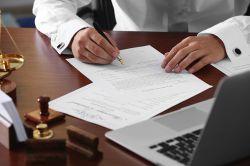 Schenken statt vererben: Steuerersparnis mit Risiken