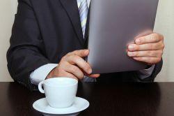 Vergleichsportale: Zuhause informiert, Abschluss beim Berater