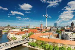 Die Berliner CDU-Fraktion kündigt Klage gegen Mietendeckel an