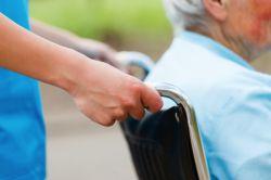 Mehr Pflegebedürftige in 2015 – zwei Millionen werden zu Hause gepflegt