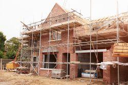 Mit den richtigen Versicherungen durch die Bauphase