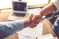 Nachfolge: Wie der Stabwechsel in Unternehmen gelingt