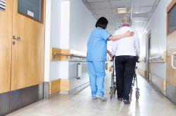 Flaute in der Pflege: Bislang nicht eine Stelle aus Pflegegesetz besetzt