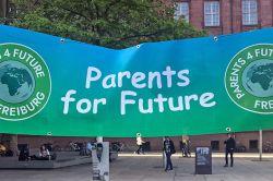 ÖKOWORLD bietet Eltern und Großeltern den passenden politischen Investmentfonds