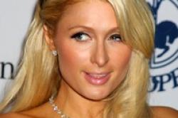 Allianz Versicherung verklagt Paris Hilton