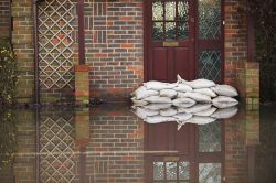 Sturm & Hochwasser: So ist das Eigenheim richtig abgesichert