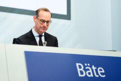 Hurrikan-Serie zehrt bei Allianz-Chef Bäte am Gehalt
